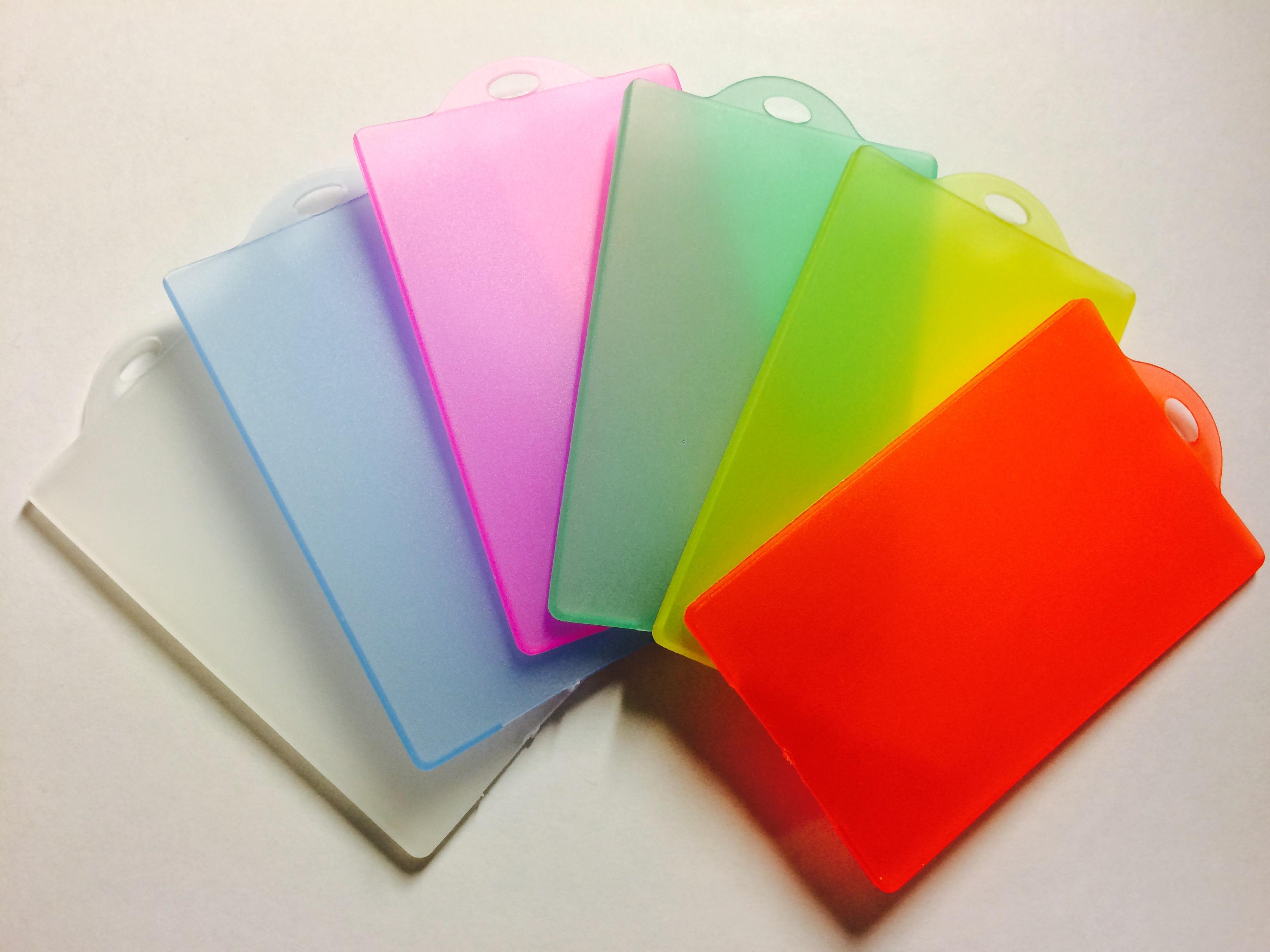 f37afaa9114 hoesje - OV-chipkaart hoesje - Verkrijgbaar in diverse kleuren -  OV-chipkaart kopen